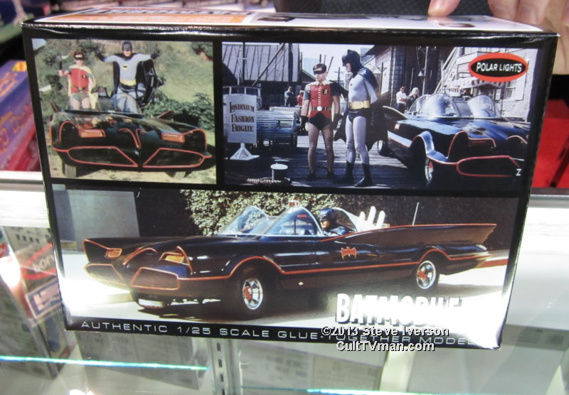 Batmobile TV Edition with Batman and Robin figures 1:25 scale from Polar Lights/Round 2